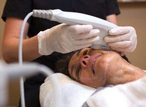 Die Wirkung von Ultraschall bei der Augenpartie.